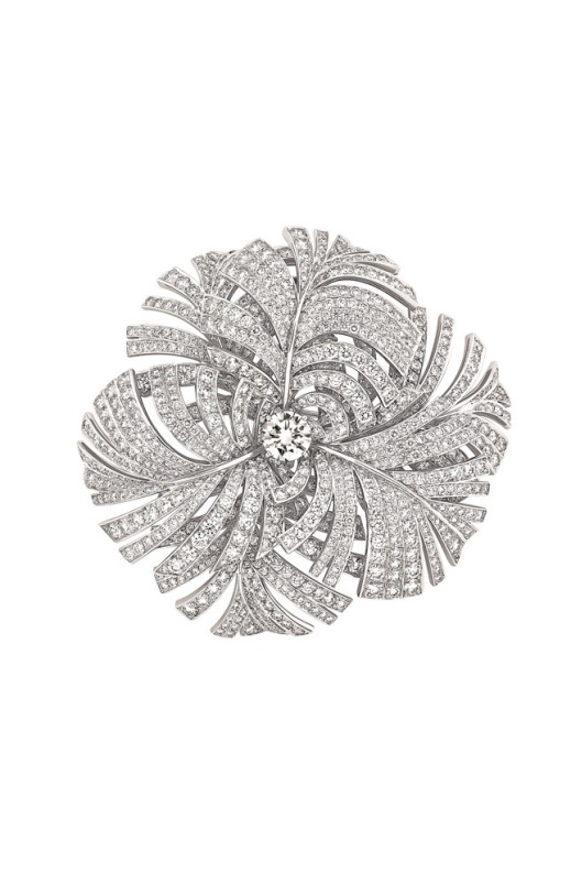 Brooch in white gold and diamonds