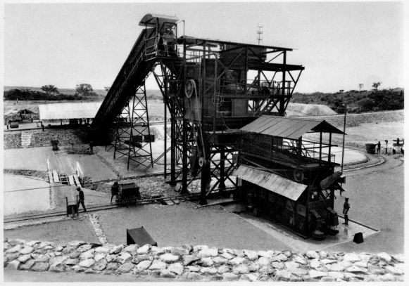 DIAMANG 1960 - 10 ft pan plant in the Caúma mine - western bank of the Chiumbe river