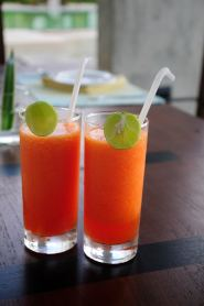Negombo - Welcoming papaya juice with a lime detail