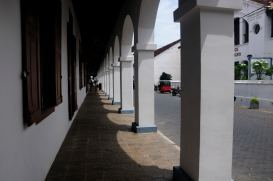 Better walk on the shadow - Galle Fort