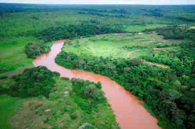 The Damba kimberlite (right margin, at the bend)