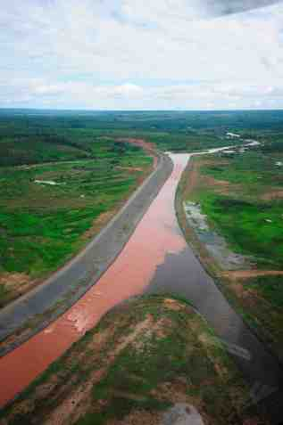 The Luó (dark water) meets the Chicapa (muddy water) river