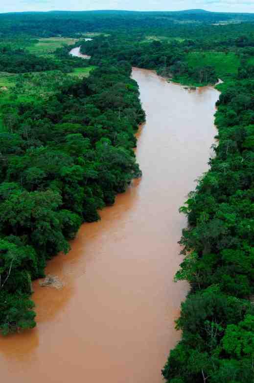 The Chicapa River (Lunda, ANGOLA): a river of kimberlites and diamonds.