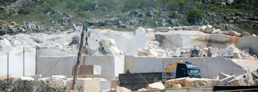 Wood crane - MG quartzite quarry