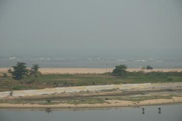 Luanda, Praia do Bispo (vista do Hotel Baía)